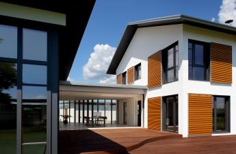 fenster aus kunststoff aluminium oder holz f r jedes geb ude individuell. Black Bedroom Furniture Sets. Home Design Ideas
